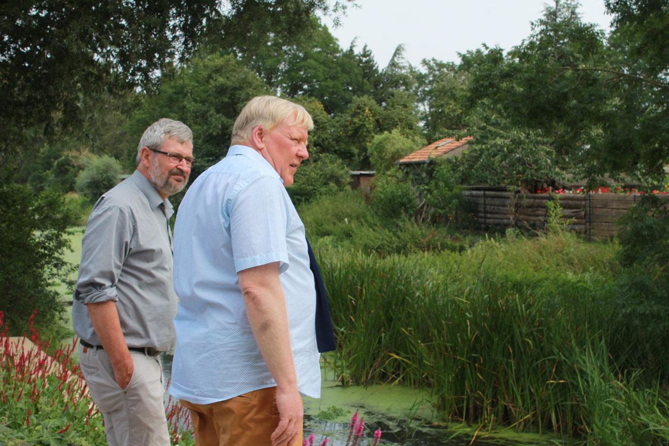 Knuth und Axel Vogel an der Nieplitz