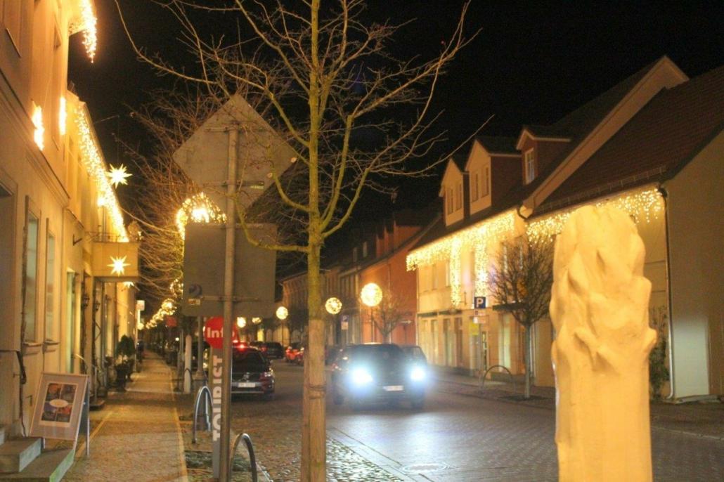 Weihnachtsbeleuchtung in der Beelitzer Altstadt.